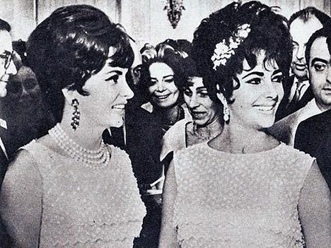 Джина Лоллобриджида и Элизабет Тейлор в одинаковых платьях